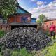 les mineurs recoivent du charbon en Russie